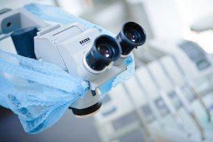 usuwanie-zlamanych-pod-mikroskopem-narzedzi-po-nieudanym-leczeniu-kanalowym-w-gabinecie-stomatologicznym-kliniki-stomatologicznej-w-poznaniu