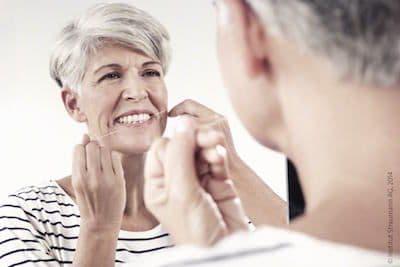 wybielanie-zebow-lampa-w-gabinecie-stomatologicznym-przynosi-rewelacyjne-efekty-dla-pacjentow-naszej-kliniki-stomatologicznej-w-poznaniu